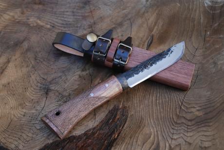 四万十渓流ナイフ105 両刃 黒槌 青SU鋼 樫テェッカー柄  木ケース皮バンド付